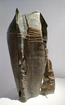 Terracotta ingobbiata, ferro, filo, rame, spago, chiodi forgiati a mano – 1999 - 35x20x65