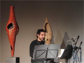 Solo, per clarinetto ed elettronica su sculture risonanti (2007) musica di Fausto Sebastiani - Accademia di Romania, Roma 2007