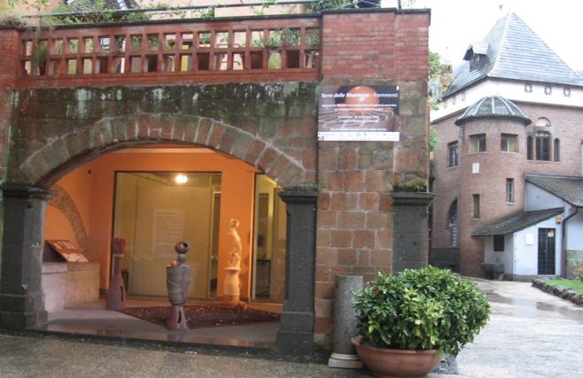 Terra delle Risonanze- frammenti laboratorio didattico con esposizione di opere in ceramica ed installazione d'arte elettroacustica Musei di Villa Torlonia Casina delle Civette - Roma, 2011