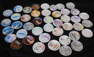 Omaggio a Chagall: piattini/bomboniere realizzati dal gruppo ceramica del centro diurno palestro.