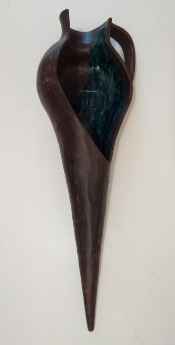 """""""Anfora"""" Anno: 2020 Tecnica : terracotta ingobbiata e smaltata Misure: cm h83 x 20 x 25"""